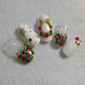 白ベースのホワイトクリスマスネイル